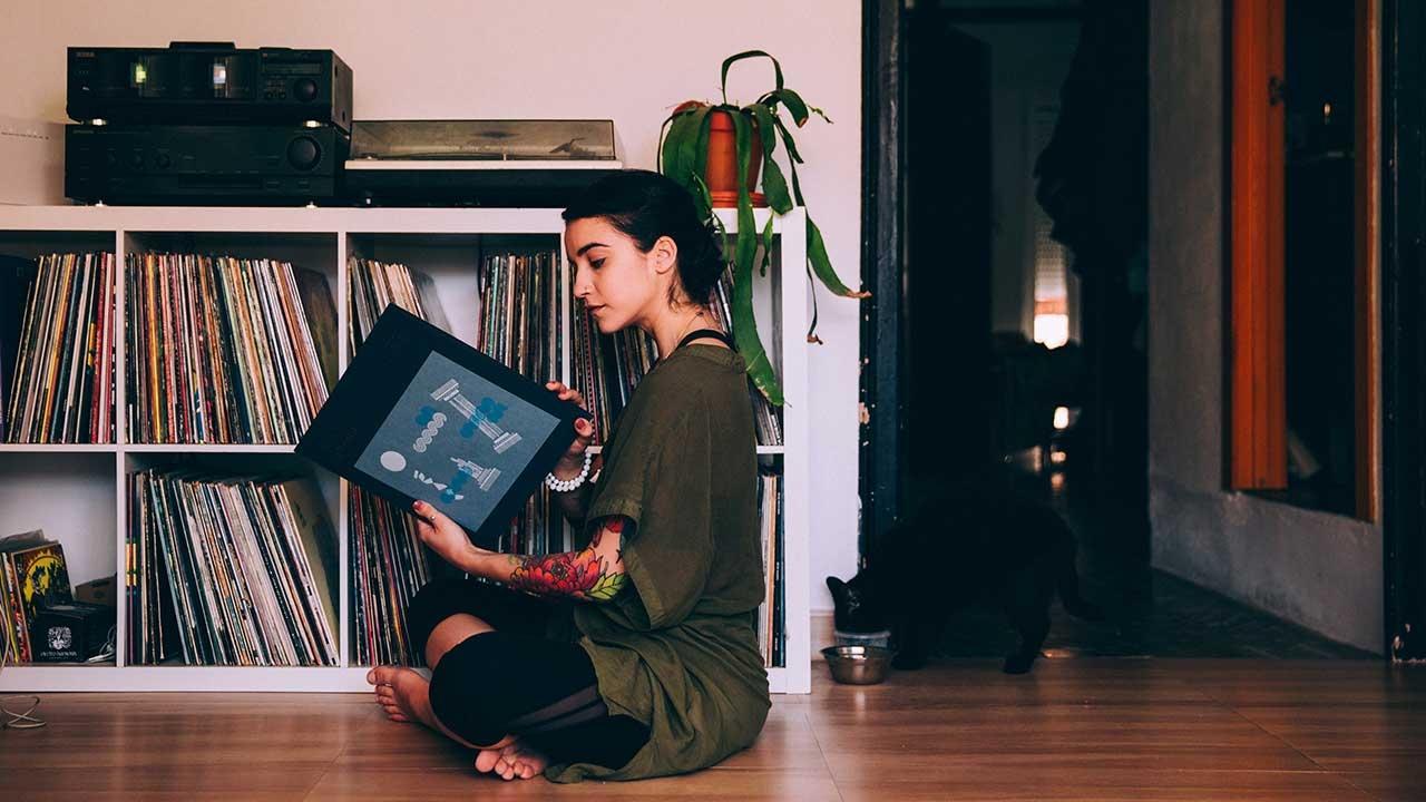 Women looking at vinyl